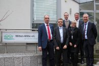 (v.l.n.r.): Gerhard Rother (Vorstand), Frank Nolte (Vorstandsvorsitzender), Robert Schulte-Kraft (Verwalter), Heidi Schneider (Prokuristin), Staatssekretär Gunther Adler, Alexander Rychter (Verbandsdirektor)